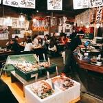 地魚屋台とっつぁん - 市場の雰囲気