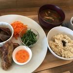 ケーキアンドカフェシャロン - 野菜中心の副菜3品