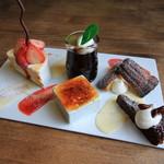 tata - デザート4種盛り合わせとサービスのケーキ