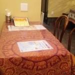 インド料理カバブハウス - テーブル席。