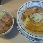 猫トラ亭 - 煮干しラーメンとチャーシュー丼