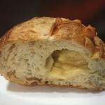 ダンブラウン  - 料理写真:チーズのバタール1/2(153円+税)