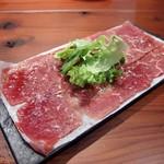 肉バルpippi - お通し(390円)アンガス牛のカルパッチョ