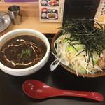 角中うどん店 - 2017/03/28 黒カレーの肉つけうどん 880円