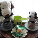 SNOOPY 茶屋 - 早速、珈琲を淹れて、かぼちゃのあられを おやつでいただいてみたよ。さくさく食感で美味しい~♪