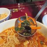 中華楼 - 酸辣湯麺の具