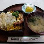 くい道楽支店 - カツ丼定食(750円)