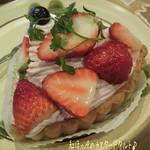 FLO・プレステージュ - 紅ほっぺのカスタードタルト☆彡 ホワイトデーのケーキ=3=3=3 FLOのケーキ、美味しいよね〜♪