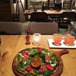 LATTE GRAPHIC - 生ハムとアボカドのバジルピザ