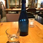 LATTE GRAPHIC - お水はボトルで持ってきてくれます。