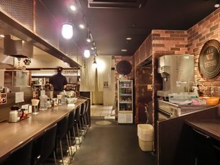 つけめんTETSU 六本木ヒルズ店 - 店内のカウンター席の風景です