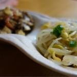 富子 - 料理写真:お通しは土筆と豆もやし