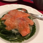 64582741 - サーモンと海藻のサラダ