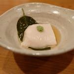 いふう - 税サ込み7128円のコースの最初は桜色の胡麻豆腐