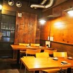 わっちょい - 店内(テーブル席①)