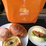 ぽっくる農園 ベーカリー&カフェ - 袋とパン