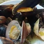 ポルコロッソ - アサリとムール貝のワイン蒸し