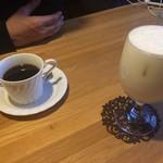 木の実 - セットのコーヒーとバナナジュース