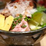 寿司の磯松 - 鮪ホホ肉ステーキ丼 ねぎとろも盛られてます