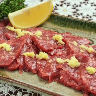 信州の郷土料理「馬刺し」