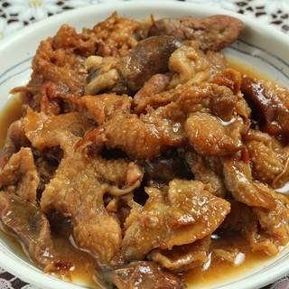 甘めの秘伝タレ仕込み「鶏もつ煮」