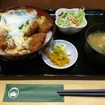 松屋そば店 - 玉子かつ丼・味噌汁・漬物・サラダで920円