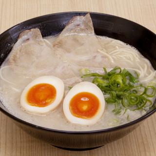 やっぱり半熟が欲しくなる♪【煮玉子ラーメン(660円)】
