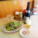 64611162 - 野菜炒め単品850円、瓶ビール550円