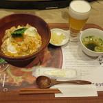 64613138 - 親子丼(玉子のせ) 800円(税込)+生ビール一番搾り(小) 450円(税込)