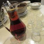 菜香新館 - 紹興酒をデキャンタで