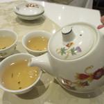 菜香新館 - ジャスミン茶をポットで