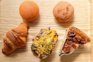 ブレッド&タパス 沢村 広尾 - 買ってきたパンです。