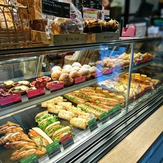 ブリオッシュ ドーレ ヨドバシAKIBA店 - サンドイッチもあります