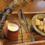 季まぐれMAX - シュガー・ミルクは陶芸家安田康裕さんの作品で
