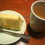 6462654 - 食後のお茶とパイナップル