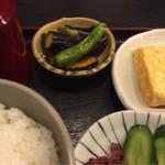 64620365 - 小鉢美味。(那須と獅子唐の煮物)