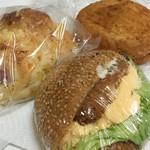 64623720 - 揚げサラダ・ベーコンとチーズのガレット・セサミバーガー