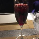 ヴィーナス - ファーストドリンクはあまおうの赤ワインカクテル(^∇^)