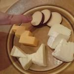 64628768 - チーズ盛合せ、・・・さつまいもが!笑