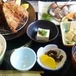 Izunosuke - 定食全景