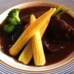 クゥー・ドゥ・ヴァン - 牛ほほ肉の赤ワイン煮込み