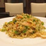 中国料理 丹甫 - 蟹肉魚春生菜炒飯(ズワイ蟹、とびっ子、レタスのチャーハン ハーフ)