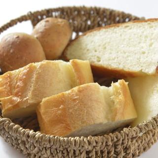 焼きたての自家製パン
