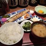 花まんまじゃが - ぬかサンマ定食910円、玉子、お新香スタンバイ♪