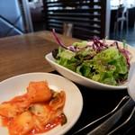 焼肉トラジ - カクテキ&サラダ
