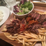 パリ21区 - 贅沢!トリプルステーキ~牛肉・ハンガリー豚・仔羊~(¥1730)