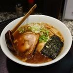 64643017 - デフォのチャーシュは海苔の下に隠れています。 醤油味のラーメンは東京喜多方風?