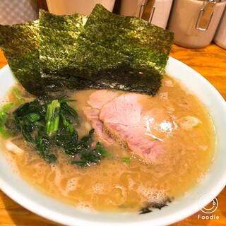 洞くつ家 - ラーメン650円