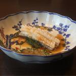 64646252 - 烏賊の湯引き、米酢ソース。                       古伊万里綺麗。