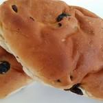 グラムハウス - ブドウパン。コッペパンが売り切れていて購入。パサパサ。焼きたてなのはコッペパンだけ?